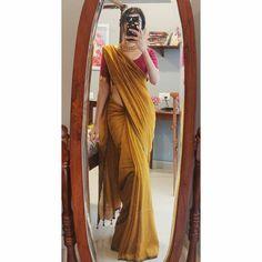 Simple Sarees, Trendy Sarees, Stylish Sarees, Stylish Dresses, Indian Fashion Dresses, Dress Indian Style, Indian Designer Outfits, Saree Fashion, Indian Outfits