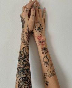 Tattoo Oil, Glow Tattoo, Et Tattoo, Poke Tattoo, Tattoo Fonts, Tattoos For Women Small, Small Tattoos, Cool Tattoos, Arm Sleeve Tattoos For Women