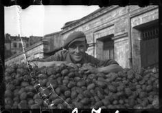 1940-1944: Delivery Of Potatoes To The Ghetto - Henryk Ross - In the winter of 1944, at the height of the Holocaust, Jewish photographer Henryk Ross buried a box of photographs in the ground so nazis wouldn´t find them.