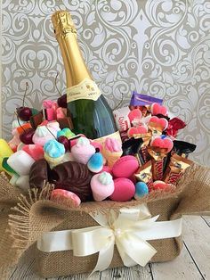 Candy Bouquet Diy, Food Bouquet, Diy Bouquet, Birthday Cheers, Diy Birthday, Birthday Gifts, Fun Crafts For Kids, Diy For Kids, Chocolate Flowers Bouquet