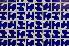 Athos Bulcão | Painel de azulejos, Posto de Saúde, Câmara dos Deputados, 1972. Brasília – DF, Brasil. Arquiteto: Oscar Niemeyer. Foto: Edgar César Filho