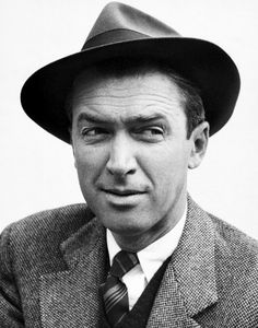 A stunning portrait of our beloved one and only true hero James/Jimmy Stewart. I love this man so much 💋♥️ happy Memorial Day Loves 👔😍♥️ Golden Age Of Hollywood, Classic Hollywood, Old Hollywood, Apocalypse, Gloria Stewart, Its A Wonderful Life, Classic Movies, Great Friends, American Actors
