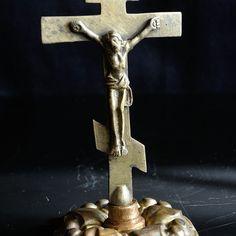 Bizánci talpas kereszt rézből.18.század vége.  13 cm magas. talpa 7cm átmérő