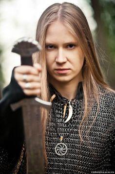 Masha Scream from Arkona has more energy than any performer I have ever seen. Viking Warrior, Viking Shield Maiden, Viking Woman, Warrior Women, Viking Life, Black Metal, Heavy Metal, Vikings, Scream