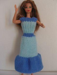 http://www.alittlemarket.com/jeux-jouets/robe_pour_poupee_barbie_laine_bleue_-5796273.html