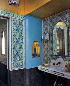 Victorian Style Blue Bathroom