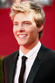 Hunter Parrish - I pictured him as Peeta when I was reading the Hunger Games