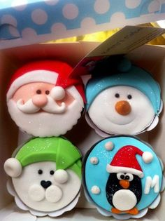 super ideas for cake fondant christmas sweets - Cupcakes Christmas Cupcake Toppers, Christmas Cupcakes Decoration, Christmas Sweets, Christmas Cooking, Xmas, Fondant Cupcakes, Cupcakes Cool, Cupcake Cakes, Sweets Cake