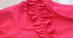 Tällä hetkellä näkee paljon näitä rypytettyjä frilloja valmisvaatteissa sekä ompeluksissa. On frillatoppia ja ruusukepipoa, ym.. Fr...