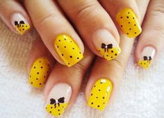 Ideas para pintar tus uñas de color amarillo - Yellow Nails - http://xn--decorandouas-jhb.com/ideas-para-pintar-tus-unas-de-color-amarillo/