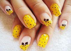 Ideas para pintar tus uñas de color amarillo - Yellow Nails - http://xn--decorandouas-jhb.com/ideas-para-pintar-tus-unas-de-color-amarillo/