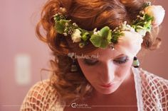 Corona de flores para novia de Producciones Canama - http://www.bodas.net/fotografos/producciones-canama--e9997/fotos/1