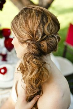 Love this wedding hair 1/2 updo...