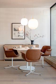 Swivel leather chair, brown, white, dining room, round table #diningroomfurniture