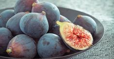 See the difference between common varieties of figs from ultra-sweet Black Mission Figs to the bright red interiors of Adriatics.: Black Mission Figs Source by Soy Milk Nutrition, Fig Nutrition, Nutrition Education, Black Mission Fig, Fig Recipes, Summer Recipes, Fig Varieties, Figs Benefits, Fruit