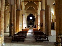 """05-P1178079+.jpg - 05-P1178079+.jpg - La maestosa Basilica-Concattedrale """"S. Maria Assunta"""" (XIII sec.) di Atri, una delle chiese più importanti della regione. Il Duomo è denominato la """"Cappella Sistina d'Abruzzo"""" per lo straordinario ciclo di affreschi rinascimentali (XV sec., Andrea De Litio), uno dei più noti ed importanti dell'Italia centro-meridionale, che riveste le pareti e la volta del Coro dei Canonici."""