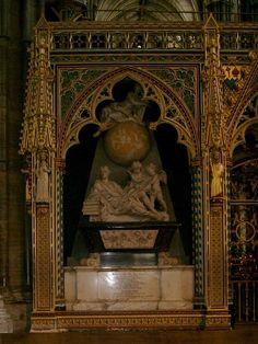 Sir Isaac Newton, 1727 AD, Age Westminster Abbey, possible Mercury poisoning Cemetery Headstones, Old Cemeteries, Cemetery Art, Graveyards, Cemetery Statues, Isaac Newton, Famous Tombstones, Concord, Famous Graves