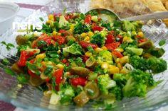 Nefis Brokoli Salatası Tarifi nasıl yapılır? 5.232 kişinin defterindeki Nefis Brokoli Salatası Tarifi'nin resimli anlatımı ve deneyenlerin fotoğrafları burada. Yazar: Nagihan RaNa ❤ Mayalı Mutfak