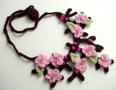 Cherry Blossom/Sakura necklace - CROCHET - It took me longer to write the pattern than to make the necklace So here is my entry to the contest, a Japanese Sakura/Cherry Blossom necklace. Crochet Motifs, Knit Crochet, Crochet Patterns, Crochet Crafts, Crochet Projects, Necklace Tutorial, Learn To Crochet, Crochet Accessories, Beautiful Crochet