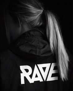 RAVE Windbreaker in schwarz - Techno und Festival Outfits für Frauen - Outfit Techno Shirt, Rave Music, Skinny Shorts, Womens Windbreaker, Rave Festival, Festival Makeup, Club Style, Rave Outfits, Boyfriends