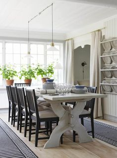 Gustavian dining space from Garbo Interiors