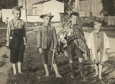 Popular Toys in the 1920s | group of boys in their playing outfits (about 1920s).