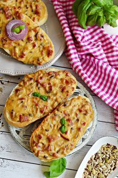 Sonka, gomba, besamel, ennél több nem is kell ) Na jó, sajt - pizza Delicious Dinner Recipes, Lunch Recipes, Baby Food Recipes, Meat Recipes, Cooking Recipes, Good Food, Yummy Food, Hungarian Recipes, Best Food Ever