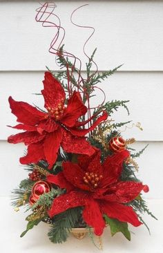 use white poinsettias and silver coiled sprigs Christmas Swags, Xmas Wreaths, Christmas Flowers, Noel Christmas, Christmas Ornaments, Poinsettia Flower, Christmas Flower Arrangements, Christmas Table Decorations, Floral Arrangements