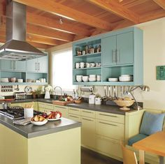 Mod vintage kitchen. Clear the clutter; love the colors!