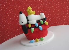 Adorable fondant Snoopy and Woodstock Christmas design .... Lynlee's Petite Cakes: Sweet Winter Wonderland