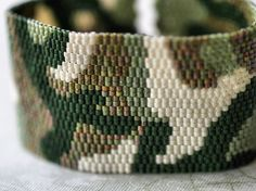 Inspiratie Camo Cuff ... Peyote Bracelet . Beadwoven Cuff . Olive Green . Military . Hunter . Camouflage . Army Chic . Abstract Design . Unisex
