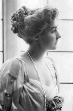 Crinolines and Co.: Belle Epoque - 1910 Crinolines and Co. 1800s Hairstyles, Historical Hairstyles, Edwardian Hairstyles, Vintage Hairstyles, Evening Hairstyles, Antique Photos, Vintage Pictures, Vintage Photographs, Old Photos