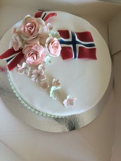 17.mai kake Historical Clothing, Norway, Baking, American, Desserts, Food, Bread Making, Tailgate Desserts, Deserts