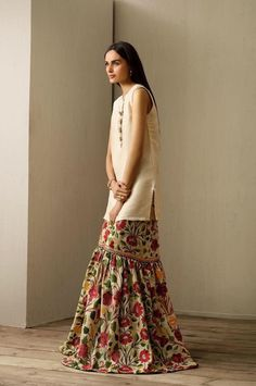 Cynosure's Gharara Eid Collection, S/S 2015 - High Fashion Pakistan Latest Pakistani Fashion, Pakistani Outfits, Ethnic Fashion, Asian Fashion, Indian Outfits, High Fashion, Pakistani Gharara, Modest Fashion, Look Short