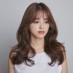 Perm style with atmosphere that goes well with autumn weather _ BREEZE _ Breeze Firm : Rough with airy feeling . Korean Hairstyles Women, Japanese Hairstyles, Asian Hairstyles, Redhead Hairstyles, Modern Hairstyles, Korean Long Hair, Medium Hair Styles, Short Hair Styles, Brown Hair Colors
