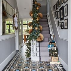 Christmas hallway decorating ideas to impress your guests. These hallway solutions will make you feel festive the moment you step through the front door Edwardian Hallway, Victorian Hallway Tiles, Victorian Front Doors, Edwardian House, 1930s House, Weihnachten In London, Christmas Hallway, Christmas Decor, Christmas Christmas