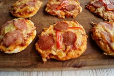 Små pizzaer til madpakken Pepperoni, Baby Food Recipes, Tapas, Foodies, Picnic, Brunch, Bread, Snacks, Parenting