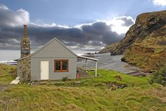 The Beach Hut, a romantic cottage in Cornwall. This reminds me of NZ!