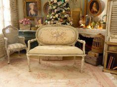 Canapé miniature en bois Marie-Antoinette, Panier de roses Aubusson, Vert amande pâle, Mobilier de maison de poupée, échelle 1/12 by AtelierMiniature on Etsy
