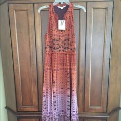 Diane von Furstenberg Maxi Dress Fully lined colorful maxi dress.  Side zipper.  Fits more like a size 6. Diane von Furstenberg Dresses Maxi