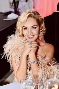 👗Róba @zuzanakubickova ✨Kouzelné šperky 💍@gismondi1754_prague @gismondi1754 💄Make up & hair by @ivanatoky 👛 Clutch @jimmychoo @luxurybagsprague Jimmy Choo, Hair Makeup, Make Up, Events, Crown, Outfits, Jewelry, Dresses, Style
