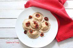 Oggi vi aspetto sul blog con questa ricetta di Ravioli fatti con grano arso, ripieni di stracciatella e conditi con pomodorini confit. Qui la ricetta: http://www.ipasticciditerry.com/pasta-fresca-ravioli-grano-arso-stracciatella-pomodori-confit/