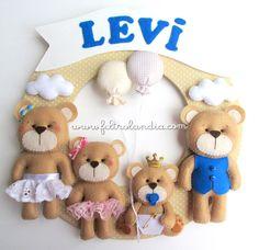 Pedido da Patrícia Almeida, de Bauru/SP. Ela está esperando o pequeno Levi, e resolveu representar a família toda através dos ursinhos ne...