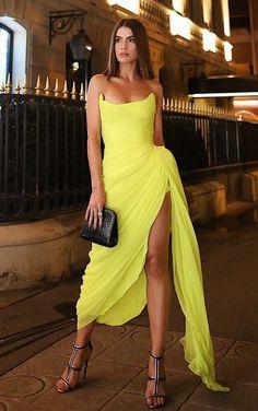Long Chiffon Yellow Prom Dresses with Irregular Skirt Schwarze Ballkleid-Kleider mit langen Ärmeln Sexy Dresses, Beautiful Dresses, Short Dresses, Prom Dresses, Formal Dresses, Chiffon Dresses, Beautiful Live, Yellow Evening Dresses, Yellow Dress
