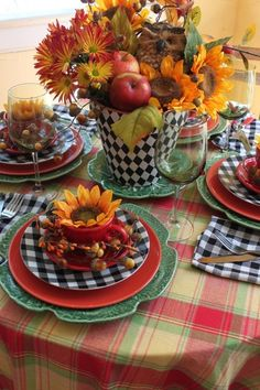 A beautiful centerpiece is a feast for the eyes, Browse photos of Beautiful Fall Table Setting Ideas, for ideas and inspiration For Special Occasions. Fall Table Settings, Beautiful Table Settings, Place Settings, Thanksgiving Side Dishes, Thanksgiving Decorations, Table Arrangements, Floral Arrangements, Deco Table, Decoration Table