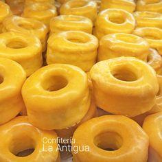 Esta receta de yemas de convento es la clásica de las yemas de Ávila, aunque con pocas variaciones de elaboran así por toda España.