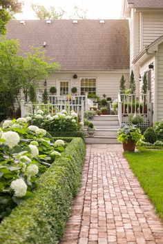 Fancy Small Backyard Garden Landscaping Design Ideas To Try Today - The right small backyard landscaping ideas can help you squeeze a lot of use out of a little land. Those expansive, perfectly manicured, fancifully la. Small Front Yard Landscaping, Small Backyard Gardens, Small Gardens, Landscaping Ideas, Garden Landscaping, Landscaping Equipment, Mailbox Landscaping, Country Landscaping, Landscaping Company