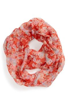 Red and pink flowers are always a good idea | Floral infinity scarf