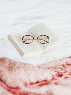 5 Books To Read Right Now. http://www.katelavie.com/2016/10/5-books-read-right-now.html