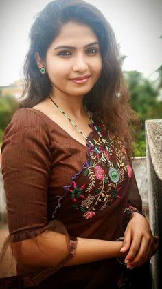 Beautiful Girl Photo, Beautiful Girl Indian, Beautiful Eyes, Beautiful Women, Beautiful Saree, Indian Natural Beauty, Indian Beauty Saree, Asian Beauty, Beauty Full Girl
